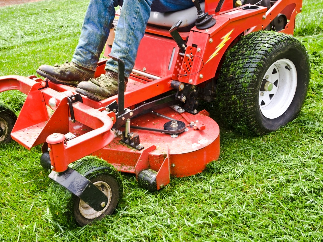 What's involved in our commercial lawn maintenance service?